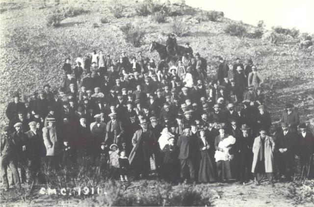 Asistentes a la Asamblea Anual de la Compañía Mercantil Chubut, celebrada en Gaiman en 1911.
