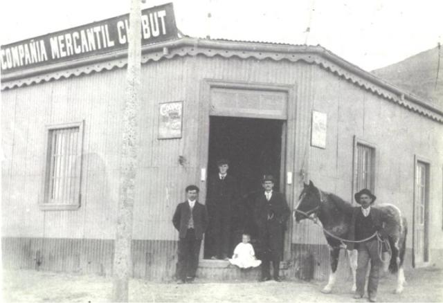 Sucursal de la Compañia Mercantil Chubut de Comodoro Rivadavia en 1911.